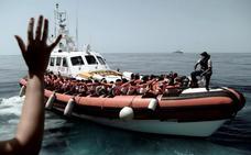 El 'Aquarius' viaja ya hacia Valencia, aunque las ONG destacan que «no es la mejor opción»