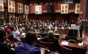 López Miras echa en cara a la oposición usar a los más débiles «como arma arrojadiza y escudo político»