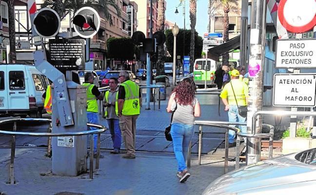 Rebajan el nivel del paso de Entrevías para atajar los daños a los vehículos