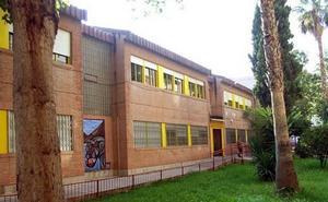Protesta en un colegio de Murcia para denunciar que las ayudas a la climatización «no llegan»