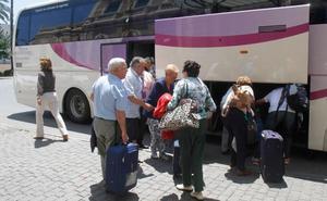 Los usuarios del tren de Madrid estallan por los continuos transbordos en autobús