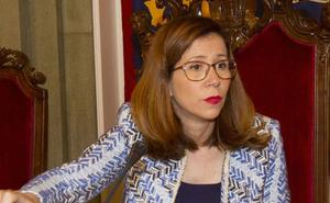 La alcaldesa pide a Alsa congelar las tarifas y que asuma la línea del oeste