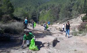 'Basuraleza' reúne a cientos de personas para limpiar los montes de la Región