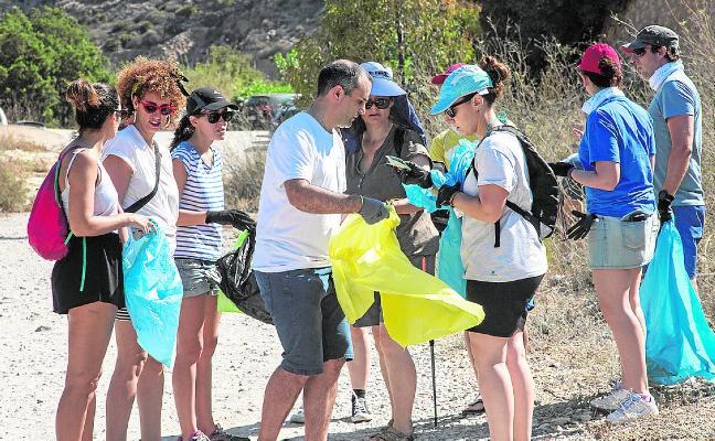 Decenas de voluntarios se lanzan a limpiar la Región de residuos