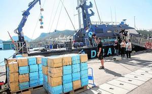 Aduanas confisca un velero con 10.000 kilos de hachís a bordo