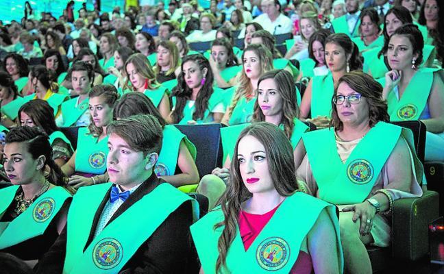 Cien alumnos de ISEN se gradúan en El Batel