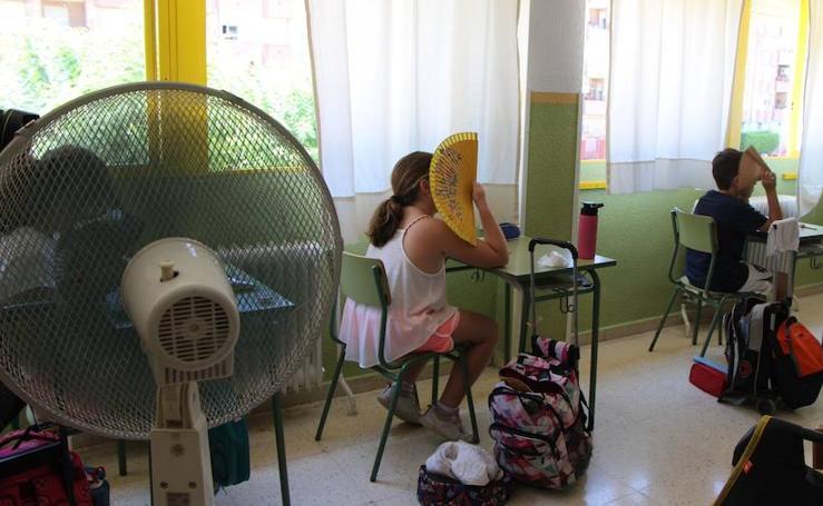 Al cole con abanicos para protestar por la falta de aire acondicionado