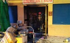 Extinguen un incendio en un bazar en La Azohía
