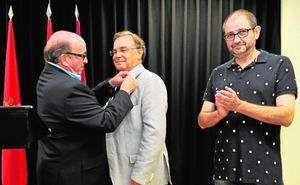 Vistabella entrega la Insignia de Oro a Patricio Valverde