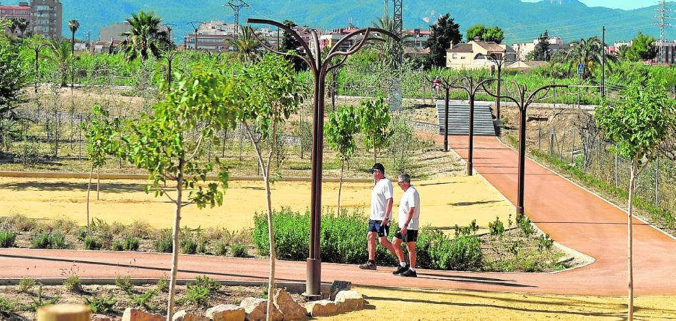 Finalizan las obras del paseo peatonal entre El Malecón y el carril bici de la mota