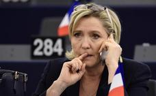 Le Pen deberá devolver a la Eurocámara 300.000 euros cobrados de forma irregular
