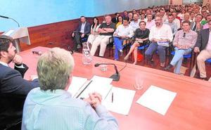 Los pesos pesados del PP de la Región se debaten entre Sáenz de Santamaría y Casado