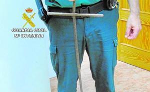 La Guardia Civil apresa a dos hombres por robar en una casa con un arma artesanal