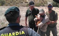 Rescatado un perro que cayó a un pozo de 30 metros en Cartagena