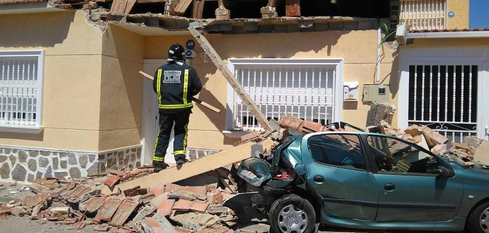 Un herido en un aparatoso choque que derribó parte de una casa en San Pedro