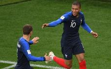 Mbappé mete a Francia en octavos y fulmina a Perú