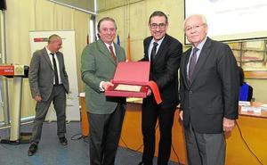 La UMU nombra a Juan José Almagro presidente de Honor de la Cátedra de Responsabilidad Social