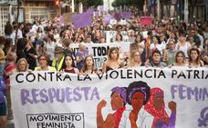 Cientos de personas se concentran en la Región en contra de la excarcelación de 'La Manada'