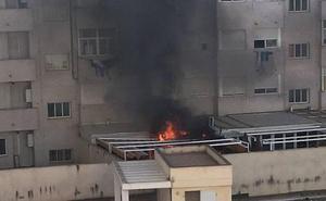 Tres personas atendidas por inhalación de humo en un incendio en Cartagena