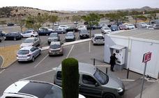 La oleada de robos en coches estacionados en Santa Lucía continúa pese a las detenciones