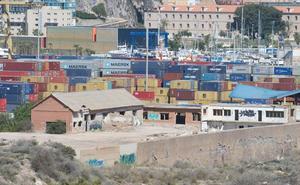 El Puerto hace uso de Peñarroya entre amianto y naves en ruina