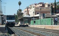 Un herido grave al ser atropellado por un tren en la estación del Carmen