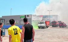 Incendio en una chatarrería de Balsicas
