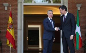 Sánchez y Urkullu muestran a Torra el camino y pactan un diálogo sobre presos y transferencias