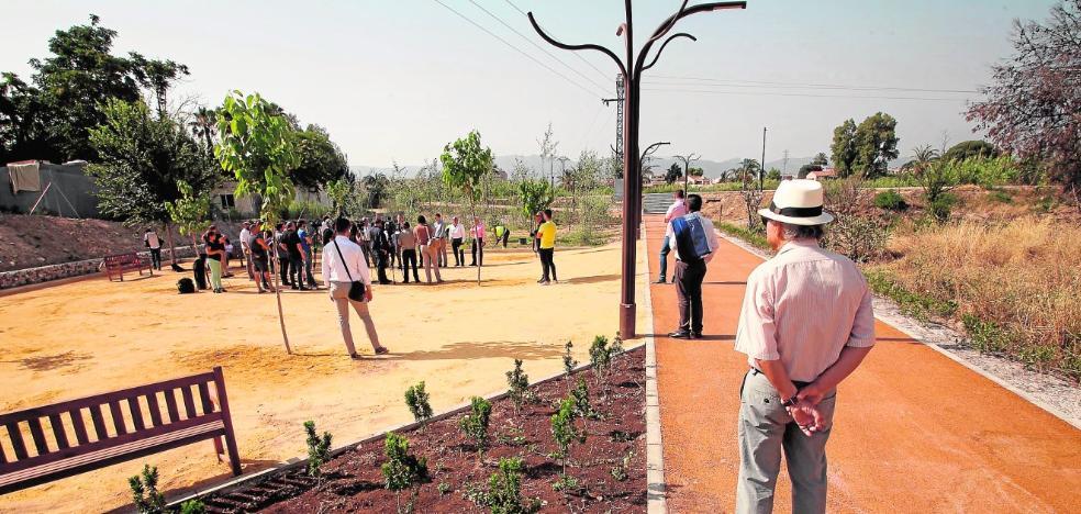 Un bosque de álamos abraza el nuevo parque que une El Malecón con el río