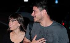 El esperado beso de Aitana y Cepeda en público