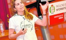 La Facultad de Informática premia a Nuria Oliver, de Vodafone