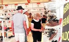 Los comerciantes de Cartagena adelantan las rebajas de verano tras una primavera con poca venta