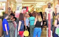 Los comercios de Murcia se lanzan a la campaña de rebajas con descuentos de hasta el 70%