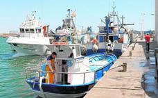 Los pescadores piden más amarres para garantizar la seguridad de los barcos