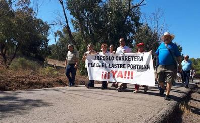 El ayuntamiento de Cartagena se compromete a reparar la carretera de El Lastre tras las protestas vecinales