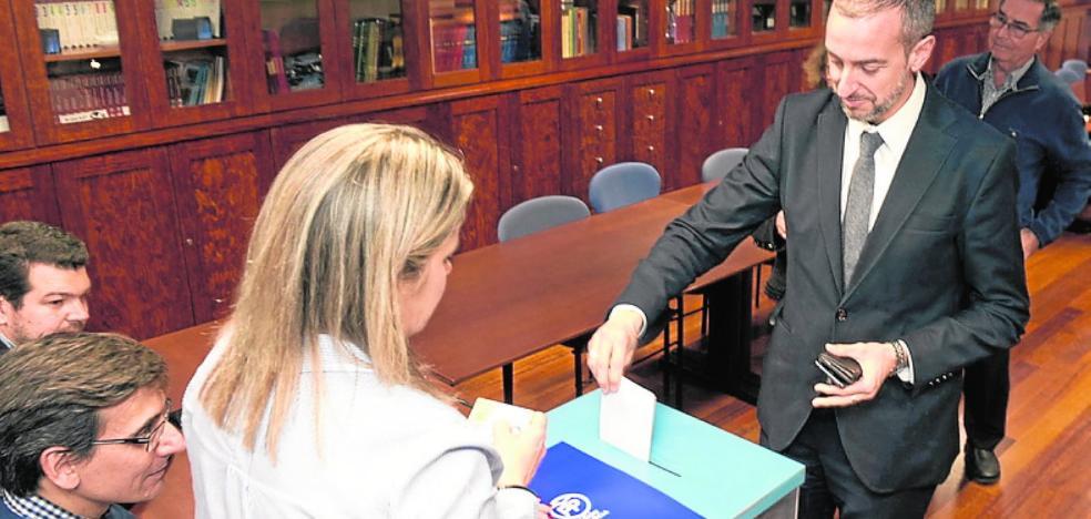 Los candidatos para participar en el congreso nacional del PP doblan las plazas de delegados