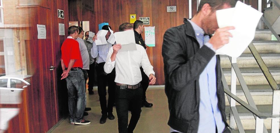 La Audiencia da diez días a los policías de Cala Cortina para entrar en prisión