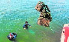 Medio Ambiente retira media docena de fondeos irregulares