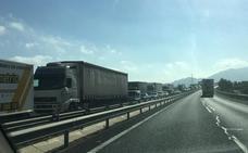 Cuatro heridos al chocar un camión con un coche parado en el arcén de la A7 a la altura de Santomera