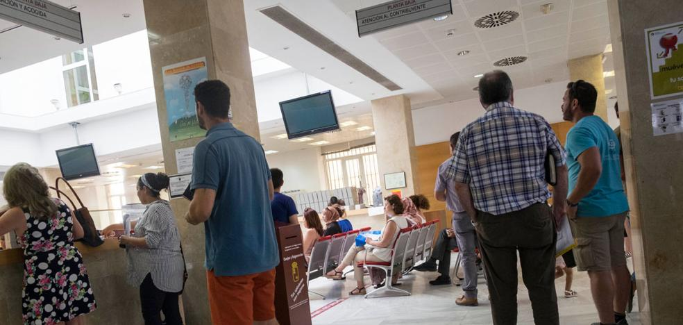Arrecian las quejas por las esperas de hasta una hora y media en el Edificio Foro