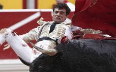 Gran faena de Paco Ureña y cornada en Pamplona