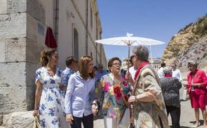 La científica María Cascales ya tiene su calle en el campus de la Muralla