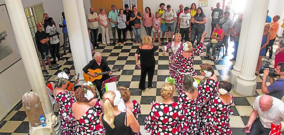 Una escuela de verano ofrece a personas en riesgo de exclusión social talleres y visitas culturales