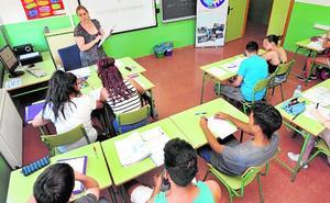 Casi un millar de alumnos tratan de salvar el curso con clases de refuerzo en sus institutos