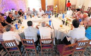 Conesa cita con urgencia a los regantes para aplacar la polémica de la ministra