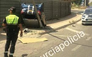 Dos heridos al volcar un coche en Los Dolores