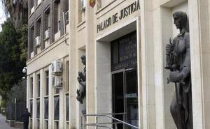 Podría ir cuatro años a la cárcel por robar 20 euros en una óptica de Murcia