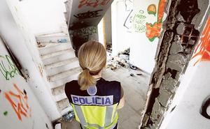 Un golpe de la Policía Nacional a dos edificios llenos de okupas termina con doce detenidos