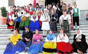 Los grupos de folclore visitan el Santuario de la Fuensanta