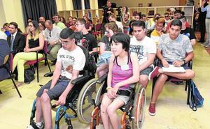 Veinte jóvenes conocen opciones para inclusión de alumnos con discapacidad de la UMU y la UPCT